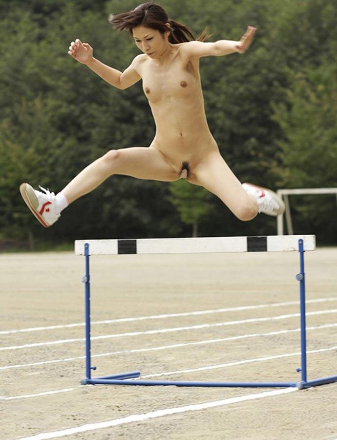 【全裸スポーツエロ画像】女の子が全裸でスポーツしたらやっぱりエロかった!w 11