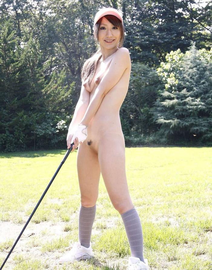 【全裸スポーツエロ画像】女の子が全裸でスポーツしたらやっぱりエロかった!w 13