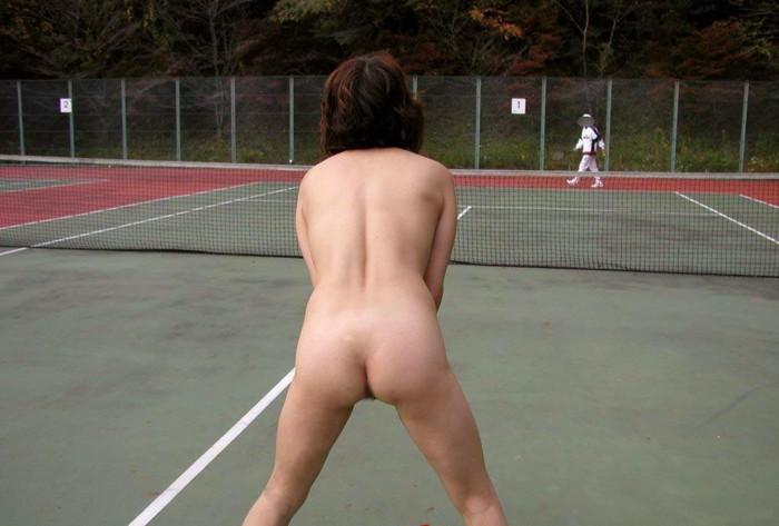 【全裸スポーツエロ画像】女の子が全裸でスポーツしたらやっぱりエロかった!w 16