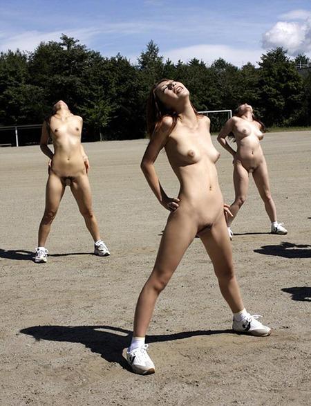 【全裸スポーツエロ画像】女の子が全裸でスポーツしたらやっぱりエロかった!w 18