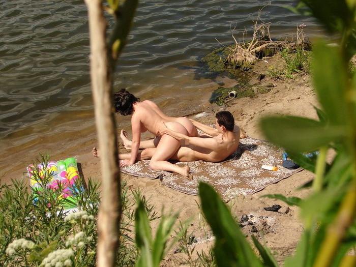 【海外野外セックスエロ画像】海外のカップルもやっぱり野外セックスはするんだなw 05
