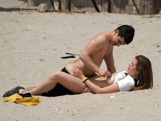 【海外野外セックスエロ画像】海外のカップルもやっぱり野外セックスはするんだなw 12