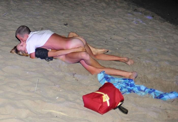【海外野外セックスエロ画像】海外のカップルもやっぱり野外セックスはするんだなw 21
