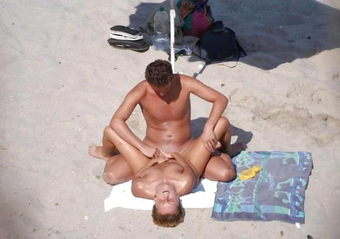 【海外野外セックスエロ画像】海外のカップルもやっぱり野外セックスはするんだなw 22