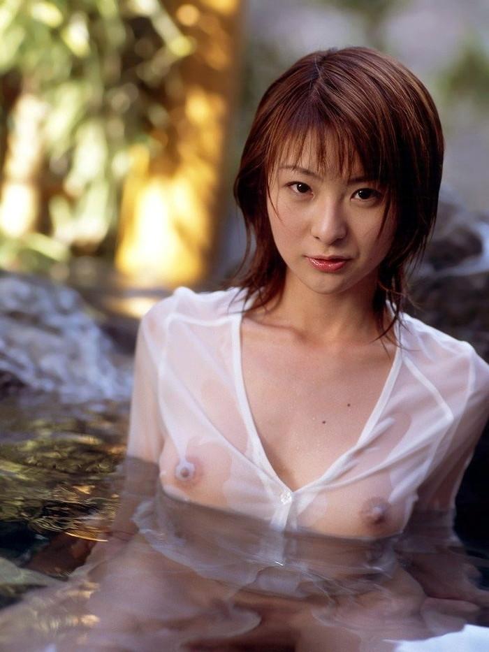 【濡れ透けエロ画像】濡れた着衣はこれほどまでに透ける!乳首もヘアーも丸見え! 02
