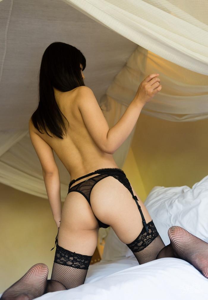 【Tバックエロ画像】女性のお尻を美しく演出できるTバックってもしかして神アイテム?w 24
