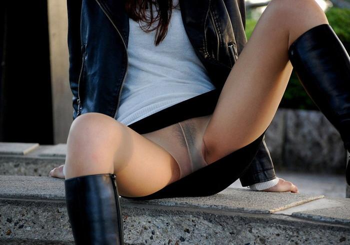 【ノーパンエロ画像】艶々と脚線美を演出するパンストの下はノーパン!?w 06