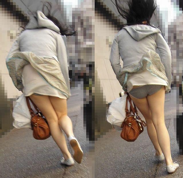 【パンチラエロ画像】風に舞い上がったスカートの中身!撮ったどぉ!w 09