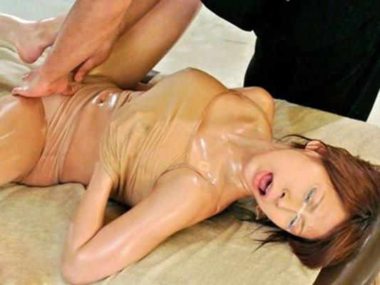 【悪徳マッサージエロ画像】立場を利用して女の子に卑猥な行為を繰り返す! 16