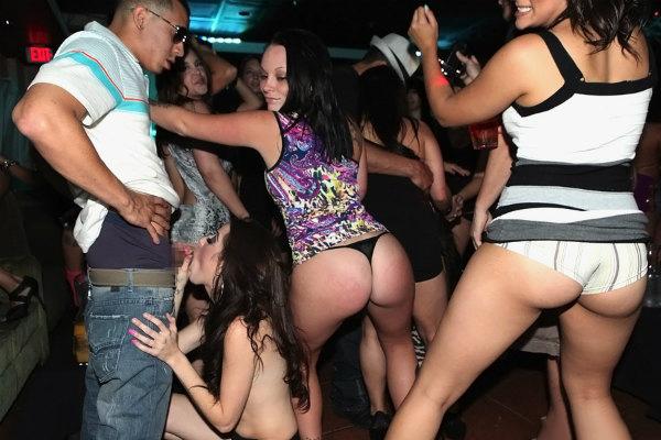 【海外クラブエロ画像】仰天!海外では若者が集まれば即セックスになってしまうのか!? 04