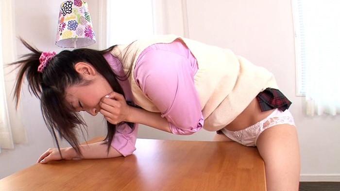 【オナニーエロ画像】様々な場所にオマンコ擦り付けて快感に浸る淫乱女たち! 12