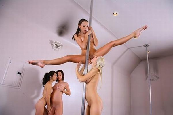 【ポールダンスエロ画像】ポールを使って女の子がセクシーダンス!目の前で大開脚だと…。 24