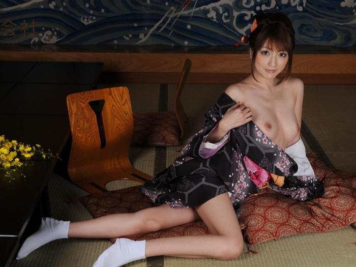 【着物エロ画像】日本の心!着物を着ている女の子のエロ画像がめっちゃ抜ける! 11