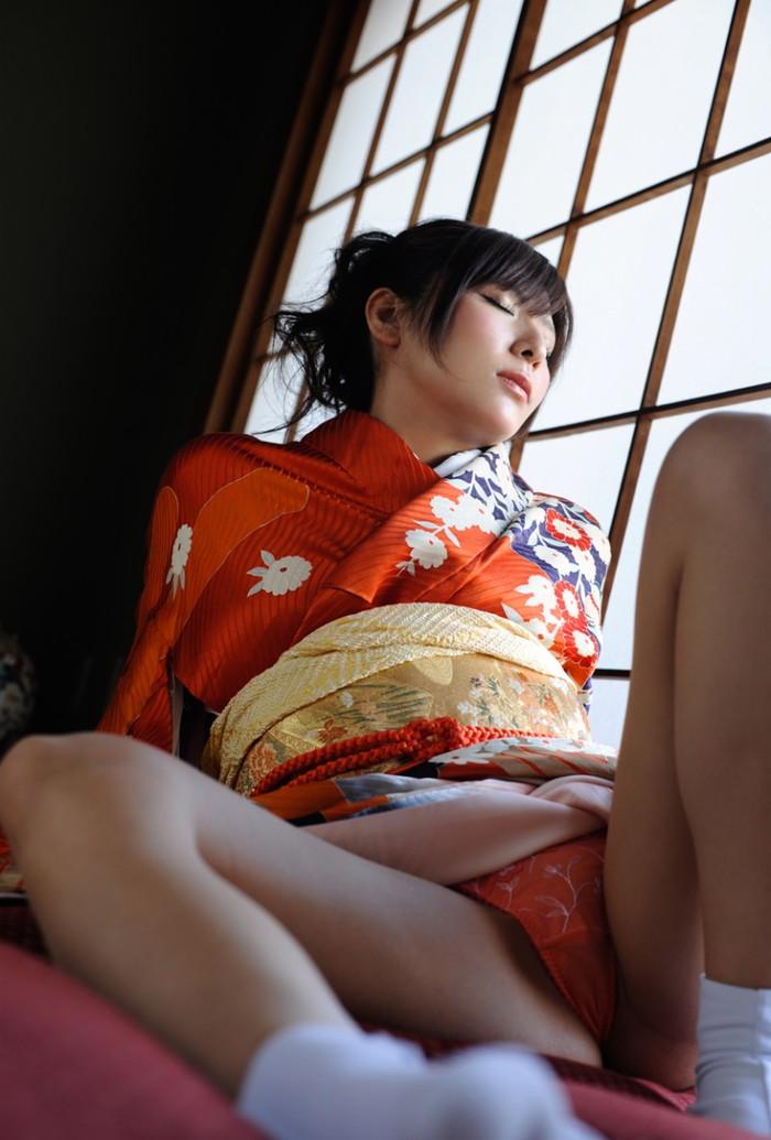 【着物エロ画像】日本の心!着物を着ている女の子のエロ画像がめっちゃ抜ける! 12