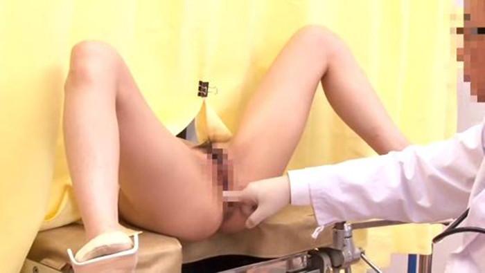 【悪徳産婦人科医エロ画像】立場を利用して女の子のオマンコを悪戯放題だと!? 09