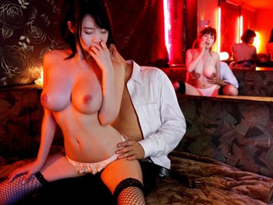 【おっぱいパブエロ画像】女の子とお酒を飲みながらおっぱい弄り放題の店だと!? 02