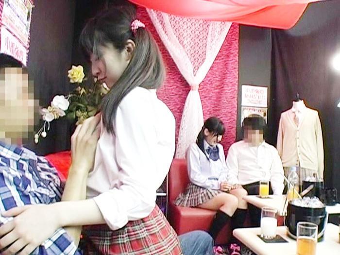 【おっぱいパブエロ画像】女の子とお酒を飲みながらおっぱい弄り放題の店だと!? 18