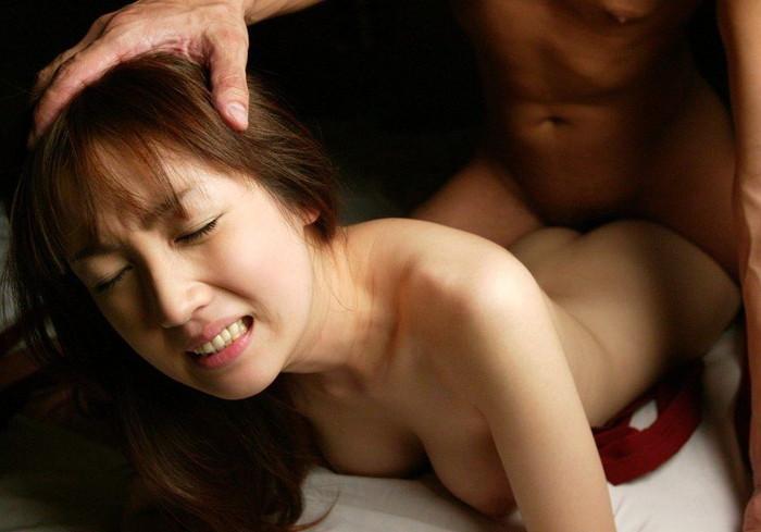 【寝バックエロ画像】まるで女を犯している様な体位、寝バックでハメ捲くり! 08