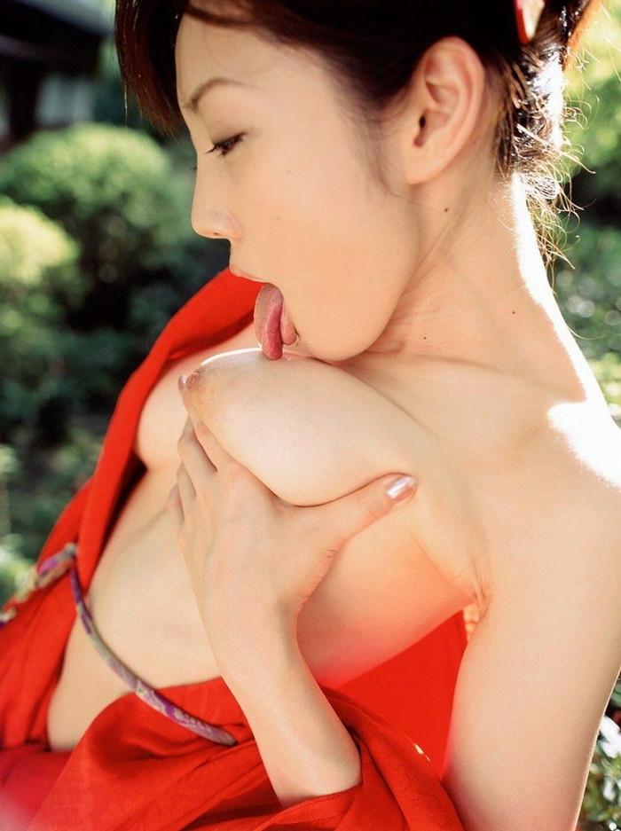 【巨乳エロ画像】セルフ乳首舐めなんて巨乳じゃないとできないスゴ業だと思うw 03