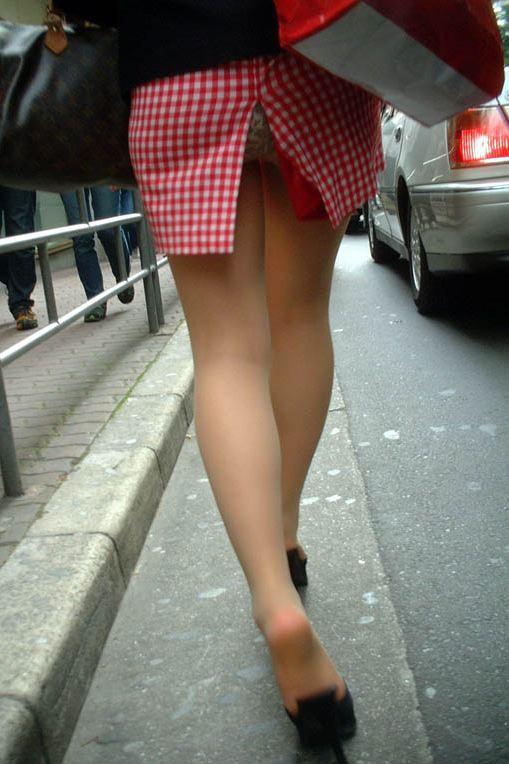 【パンチラエロ画像】見れば見るほどに街中で見てみたいと思うのがコレ!w 19