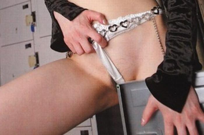【角オナニーエロ画像】女の子が股間を擦り付けでオナニーする姿に勃起不可避! 23