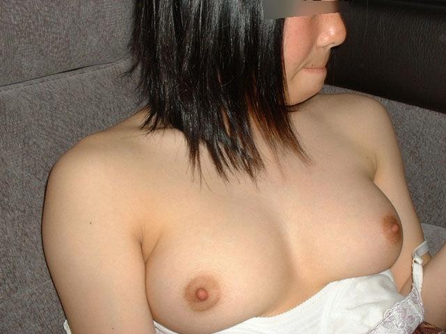 【素人おっぱいエロ画像】素人娘たちのエロいおっぱいから美乳まで色々集めたったw 15