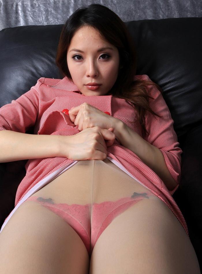 【マンスジエロ画像】この縦筋はもしかして!?女の子の股間に浮かび上がるタテスジ! 32