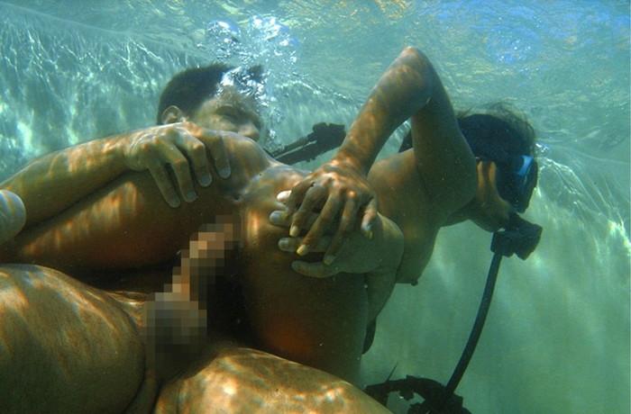【水中セックスエロ画像】おまいら!水中でセックスするなんて正気か!? 06