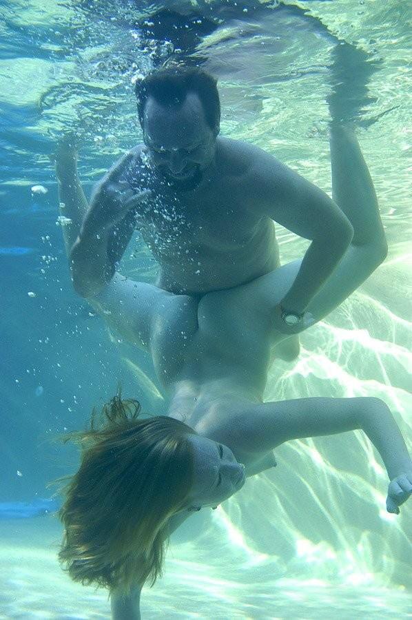 【水中セックスエロ画像】おまいら!水中でセックスするなんて正気か!? 11