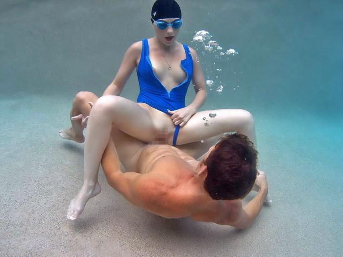 【水中セックスエロ画像】おまいら!水中でセックスするなんて正気か!? 16