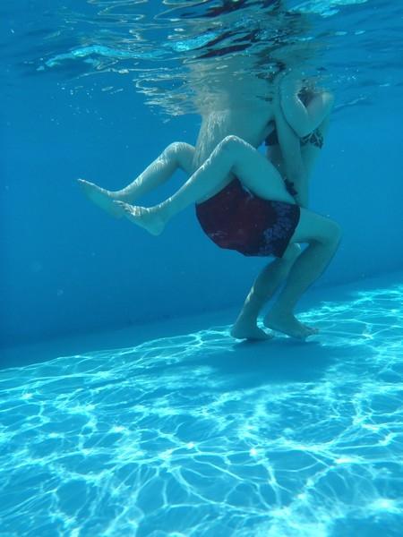 【水中カメラエロ画像】水中カメラで撮った画像がエロすぎるとネットで評判!? 10