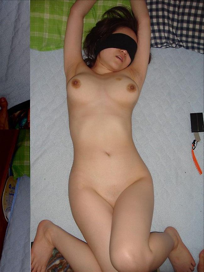 【目隠しエロ画像】視覚が奪われて全身性感帯のようになっている女の子! 09