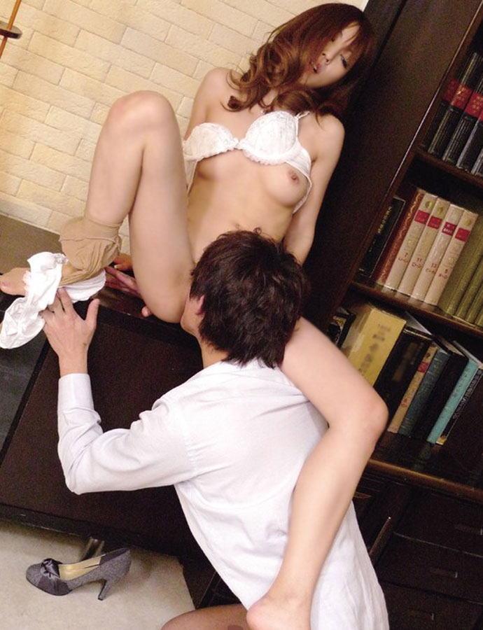 【クンニリングスエロ画像】女の子のオマンコを一心不乱にペロペロ舐め捲くり! 17