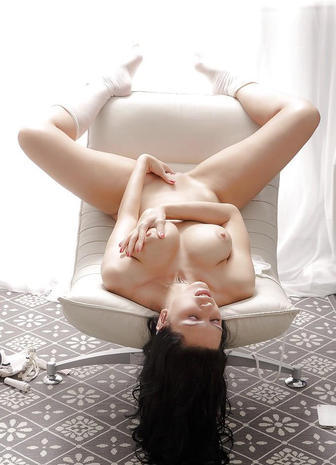 【白人オナニーエロ画像】真っ白な肌から覗くピンクの秘肉が卑猥すぎるだろ!? 15