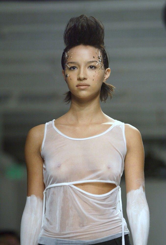 【ファッションショーエロ画像】これがファッションショー?ストリップじゃないの? 09