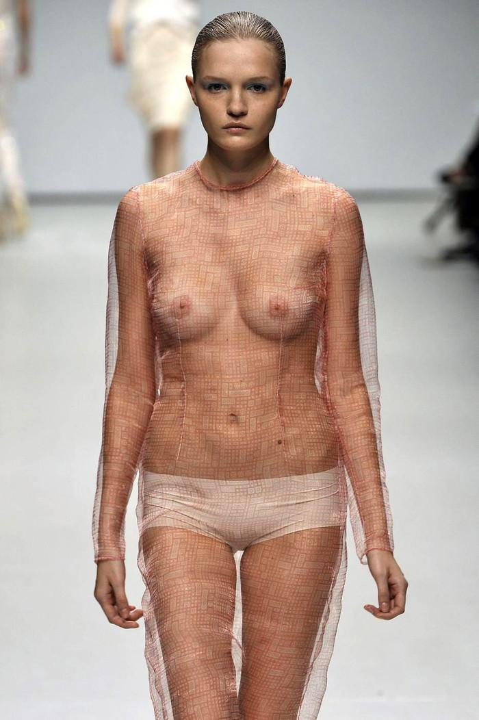 【ファッションショーエロ画像】これがファッションショー?ストリップじゃないの? 14
