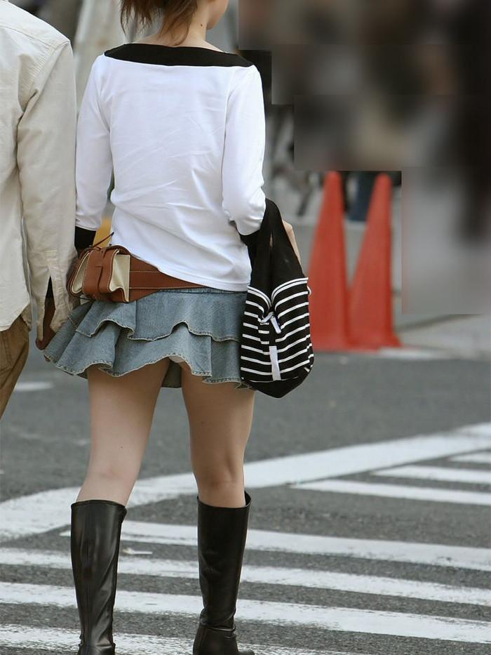 【パンチラエロ画像】風にスカートが舞い上がった瞬間を逃さなかった画像がコレw 24