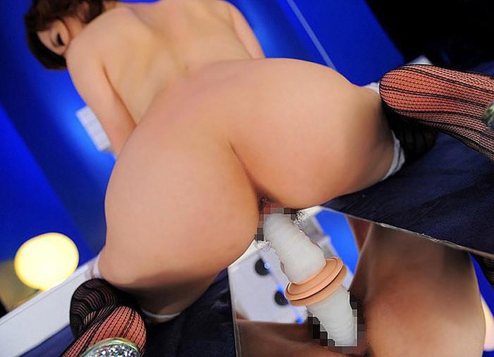 【ディルドオナニーエロ画像】自立するディルドに跨って腰を激しく上下せる女とか… 15