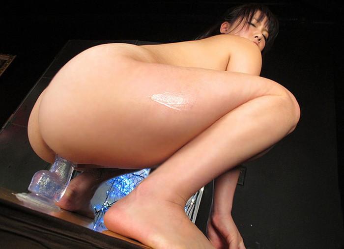 【ディルドオナニーエロ画像】自立するディルドに跨って腰を激しく上下せる女とか… 18
