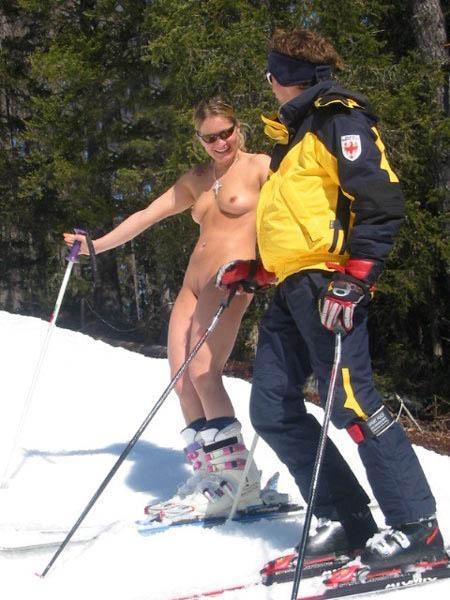 【全裸スキーエロ画像】見ているだけで風邪ひきそう!全裸でスキーなんて狂ってるw 01