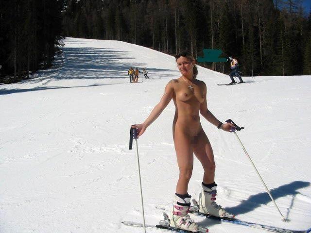 【全裸スキーエロ画像】見ているだけで風邪ひきそう!全裸でスキーなんて狂ってるw 06