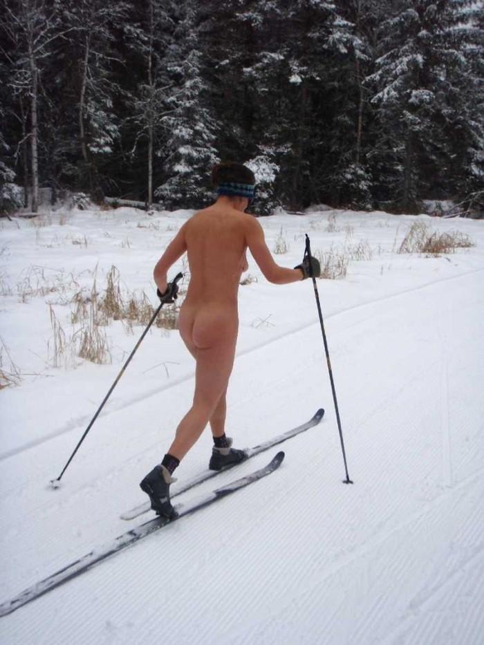 【全裸スキーエロ画像】見ているだけで風邪ひきそう!全裸でスキーなんて狂ってるw 26