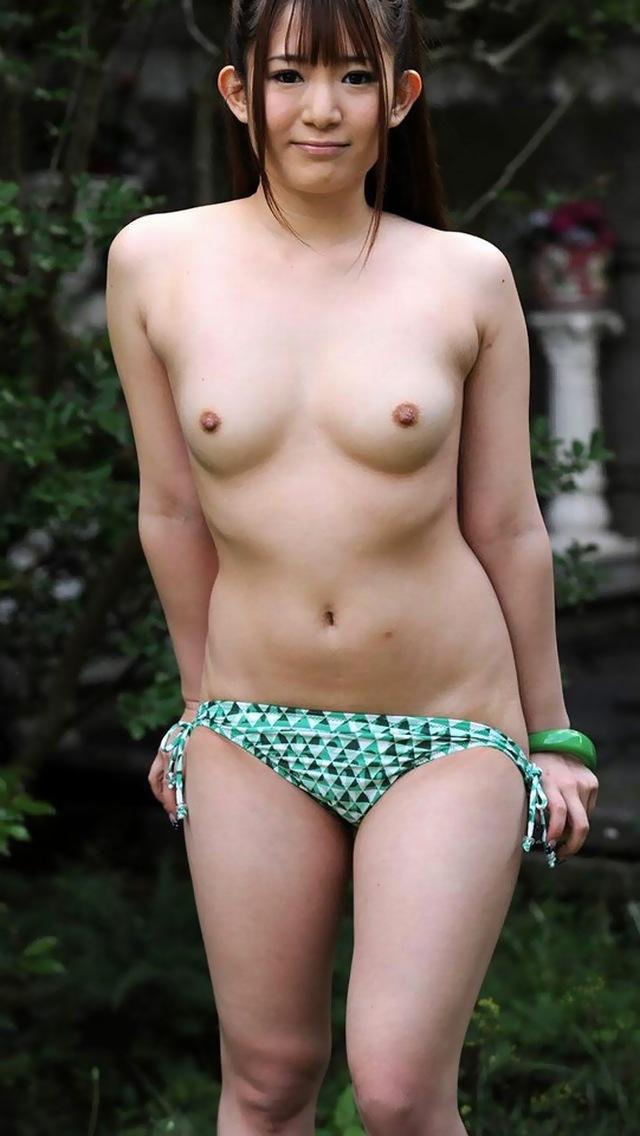【ちっぱいエロ画像】おまいら!ぷっくりとした小ぶりのおっぱい好きか? 17