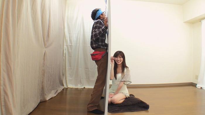 【ラッキーホールエロ画像】壁穴の向こうで一体何が!?壁穴にチンポ入れてみる?w 02