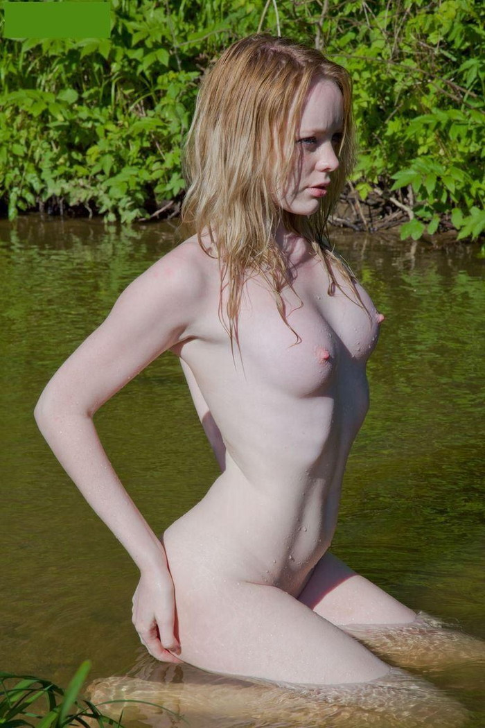 【海外発エロ画像】真っ白な肌とピンク色の乳首!これぞ白人ヌードの極み! 23