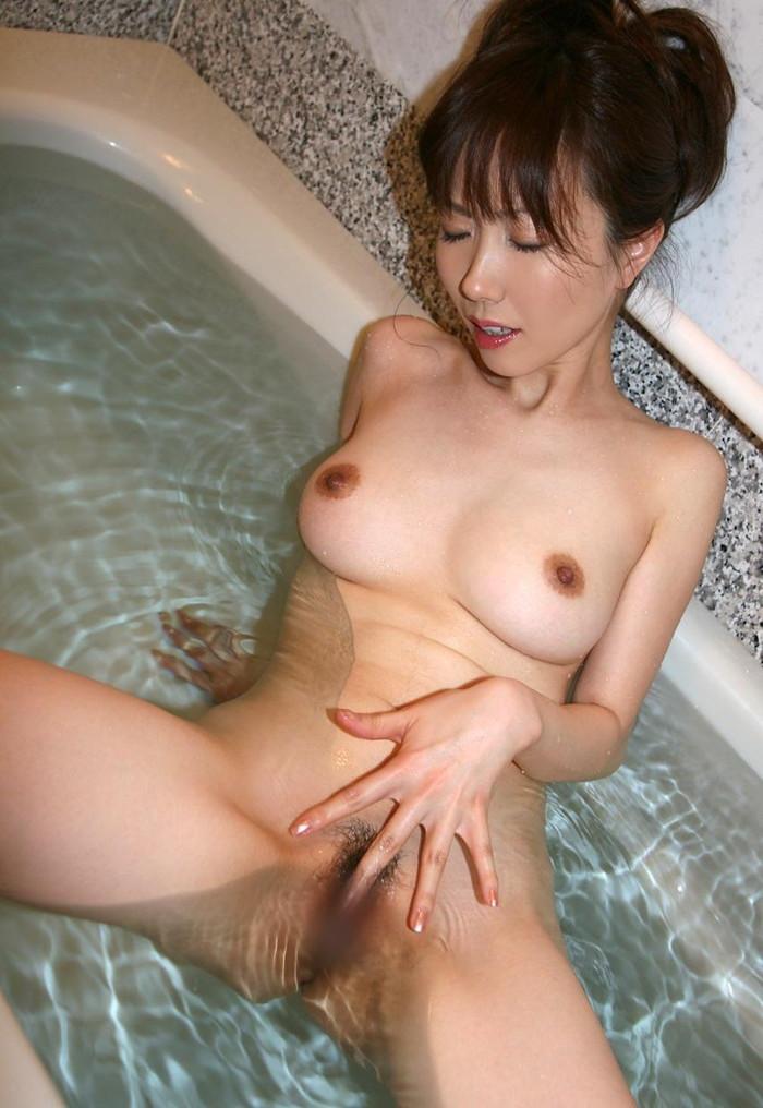 【指オナニーエロ画像】女の子による破廉恥すぎる性器弄び行為wwww 05