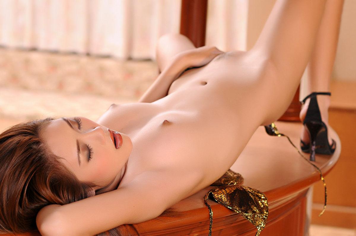 【アジアンおっぱいエロ画像】アジア人の女の子の色素の濃い目の乳首もエロいぞ!