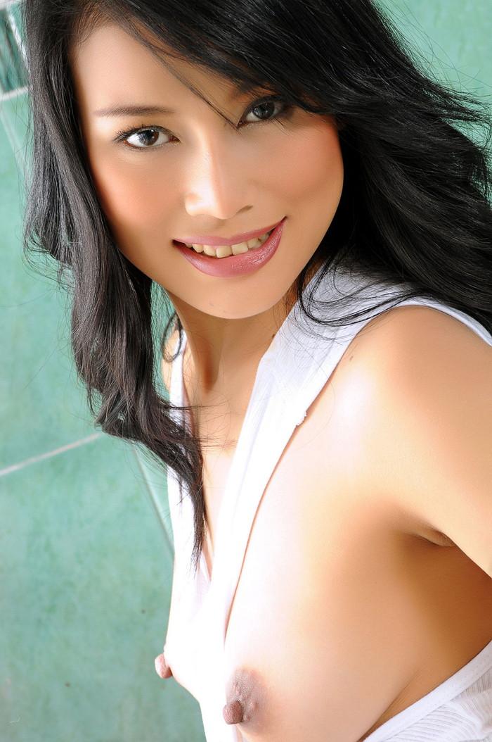 【アジアンおっぱいエロ画像】アジア人の女の子の色素の濃い目の乳首もエロいぞ! 26