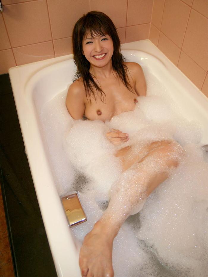 【入浴エロ画像】女の子の入浴シーン見たいやつ!ちょっと来い! 08
