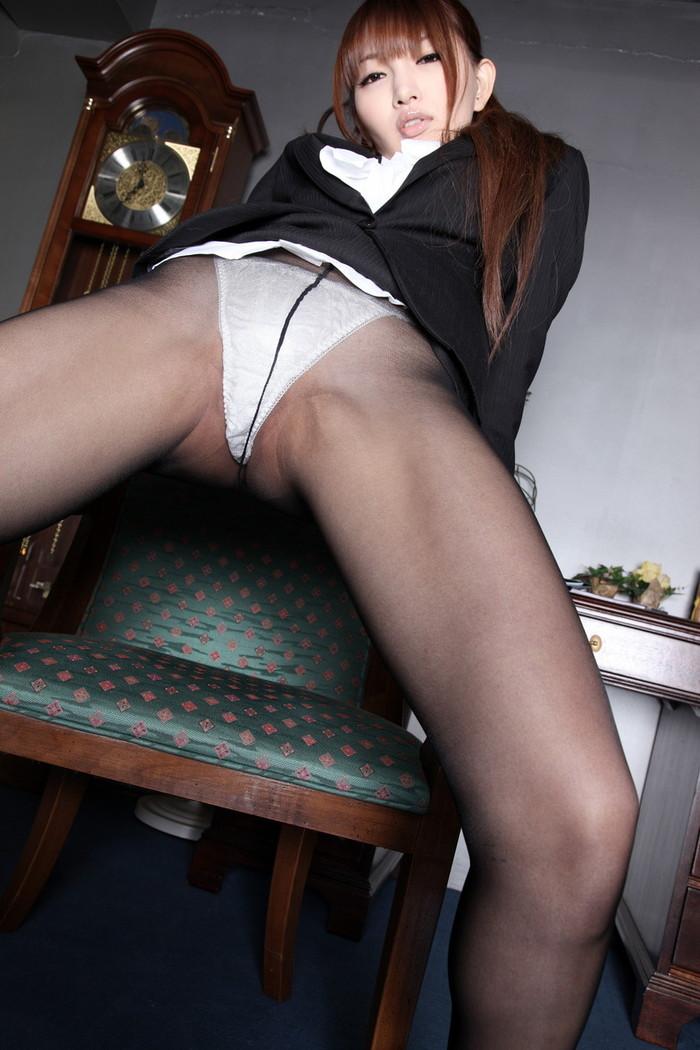 【女の子の股間エロ画像】どうしたって女の子の股間ばかり見てしまう画像! 20